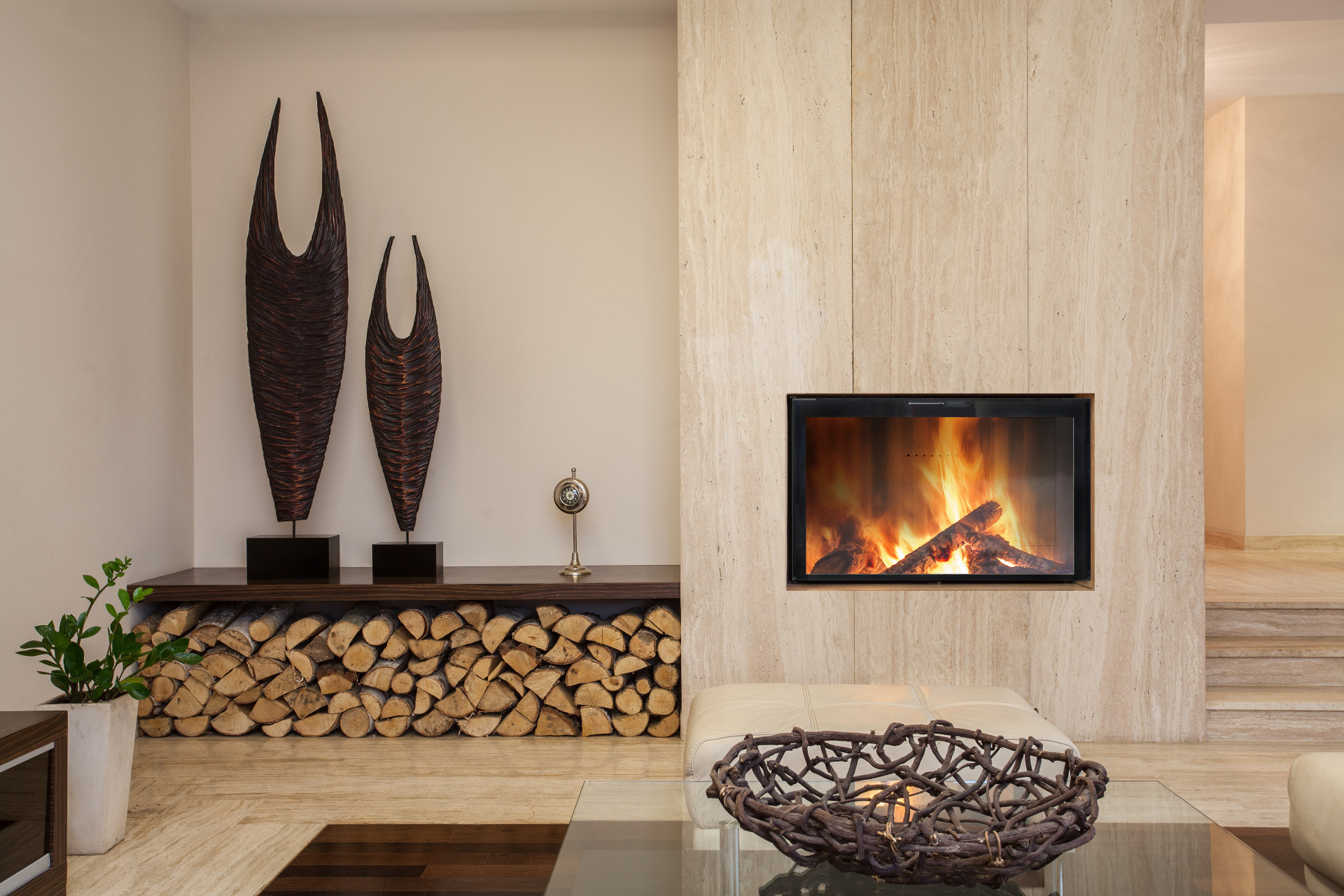 Foyer bois moderne insert bois design stella fondis - Photo de cheminee moderne ...